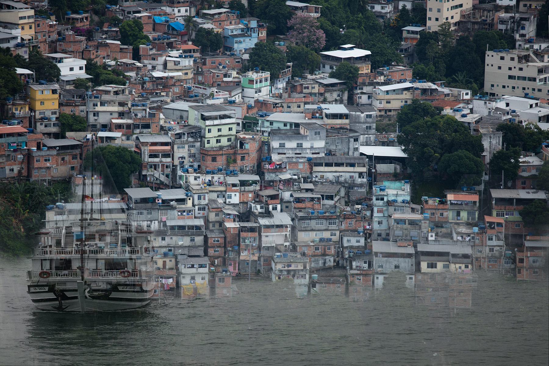 A favela e o barco